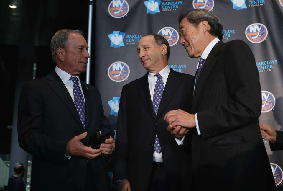 From left, Mayor Michael Bloomberg, Nets owner Bruce