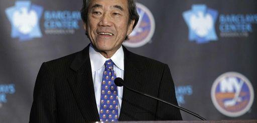 Islanders owner Charles Wang addresses the meida during
