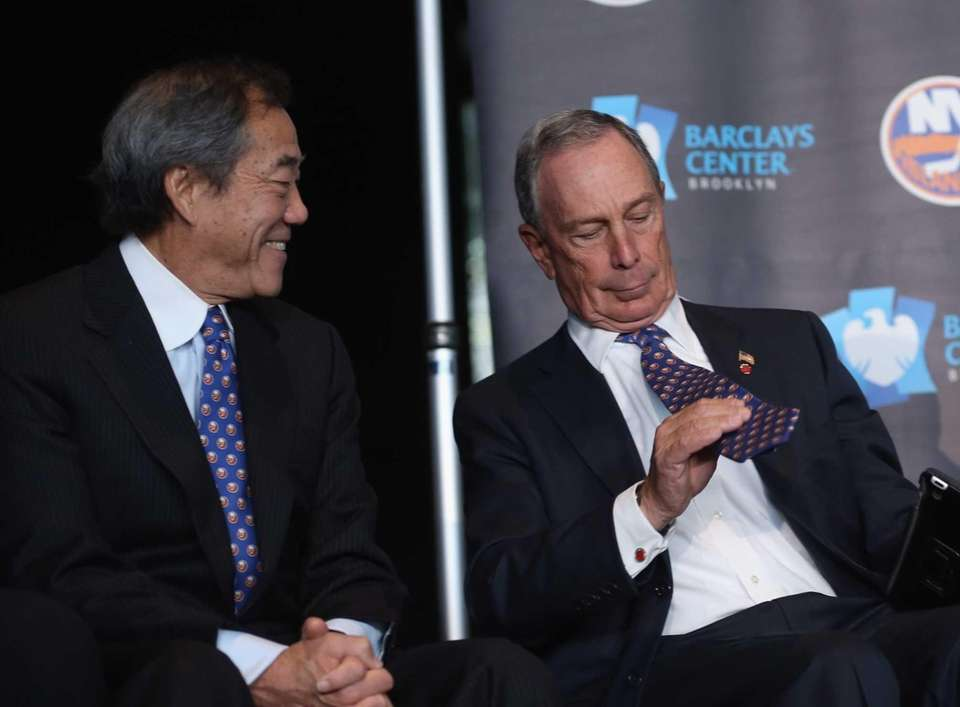 Islanders owner Charles Wang watches New York Mayor