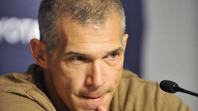 Yankees manager Joe Girardi fields questions from reporters