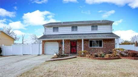 This three-bedroom, 1½-bathroom splanch in Central Islip is