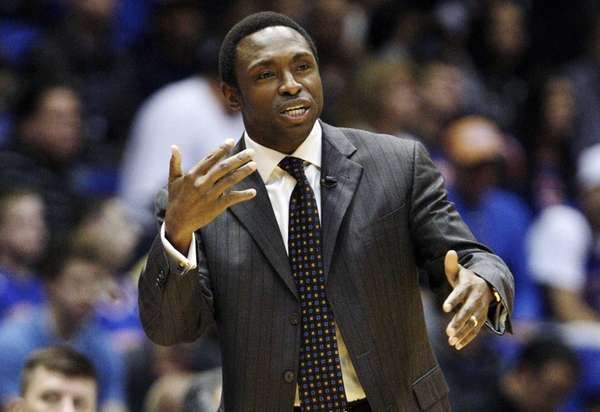 Avery Johnson calls out to his team during