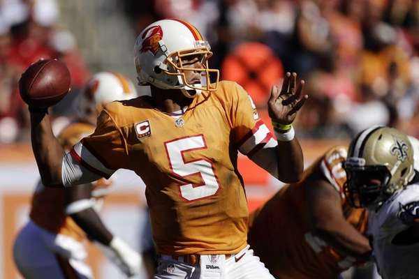 Tampa Bay Buccaneers quarterback Josh Freeman throws a