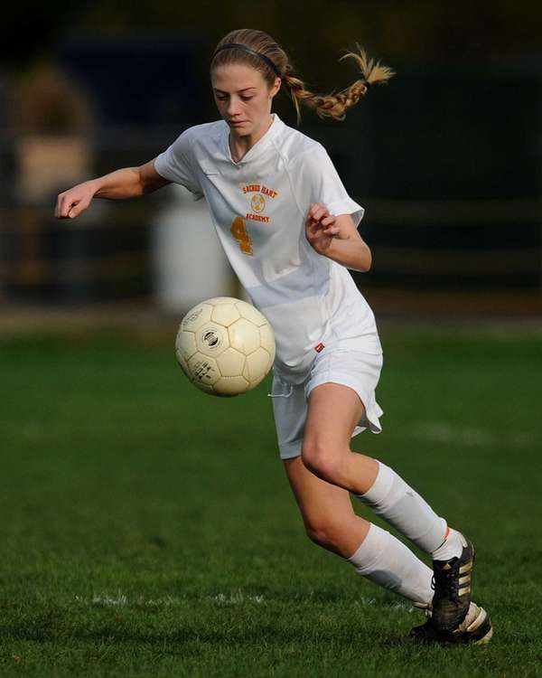 Sacred Heart's Meaghan Ginty settles a ball before