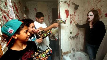 Li Haunted Houses Overrun By Zombies Newsday