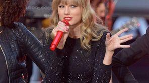 Taylor Swift peforms at ABC News' Good Morning