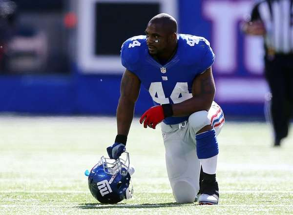Ahmad Bradshaw looks on during a game against