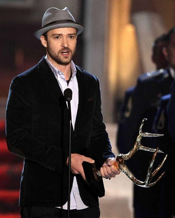 Justin Timberlake accepts the troops' choice for entertainer