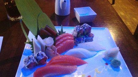The sushi & sashimi lunch combo at Taku