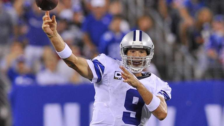 Tony Romo throws a pass during the fourth