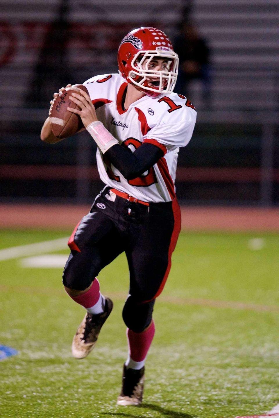 Mineola quarterback Vinny Bieniek looks to make a