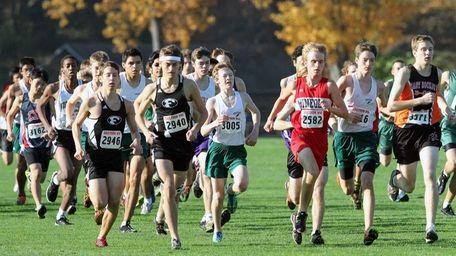 Runners begin the boys Nassau IV race at