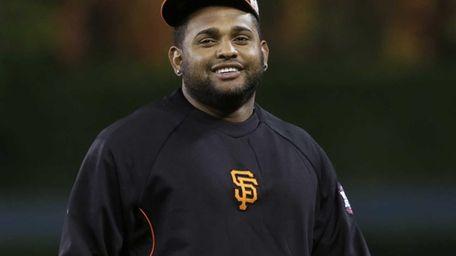 San Francisco Giants third baseman Pablo Sandoval warms