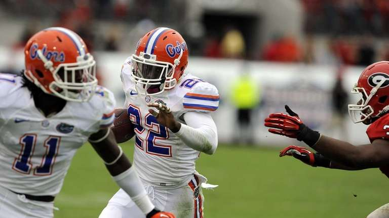 Florida defensive back Matt Elam returns a interception