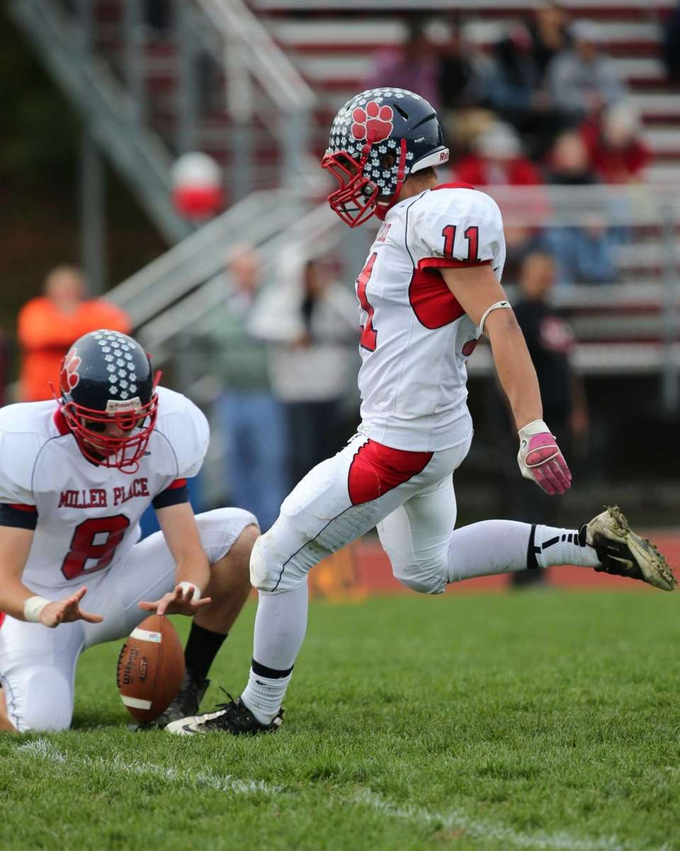 Miller Place kicker Jan Schoonen kicks an extra