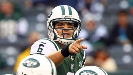 Mark Sanchez directs his offense during the second