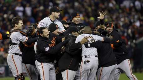San Francisco Giants players celebrate after winning Game