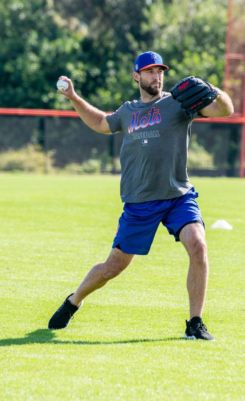 NY Mets pitcher Michael Wacha throws at Clover