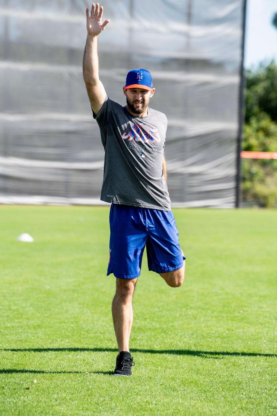 NY Mets pitcher Michael Wacha warming up at