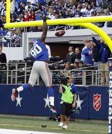 New York Giants defensive end Jason Pierre-Paul dunks