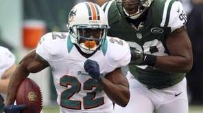 Miami Dolphins running back Reggie Bush runs away