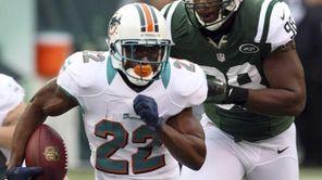 Miami Dolphins running back Reggie Bush runs away
