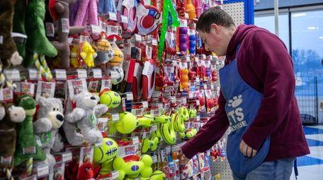 Pet Warehouse employee Cameron Hewer at Pet Warehouse