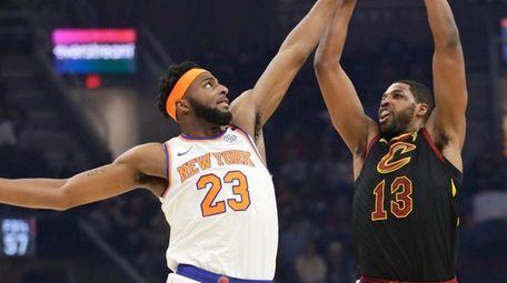 Mitchell Robinson blocks Tristan Thompson's shot during Knicks'