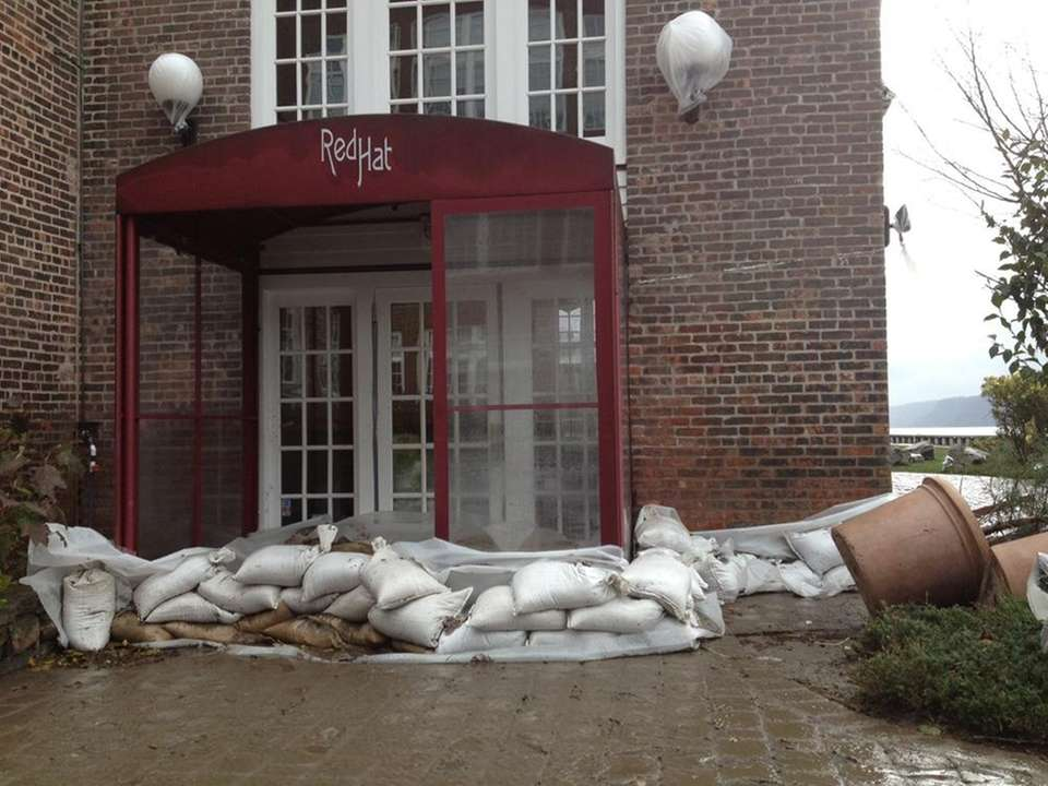 The entrance to Red Hat on the River,