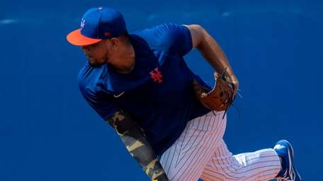Mets pitcher Dellin Betances throws during a spring