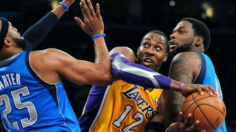 The Los Angeles Lakers' Dwight Howard (12) tries