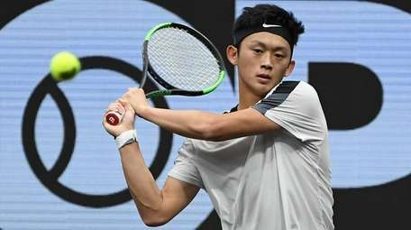 Brian Shi returns to Cameron Norrie during the