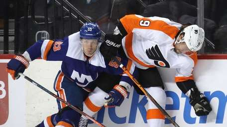 Casey Cizikas of the Islanders is injured as