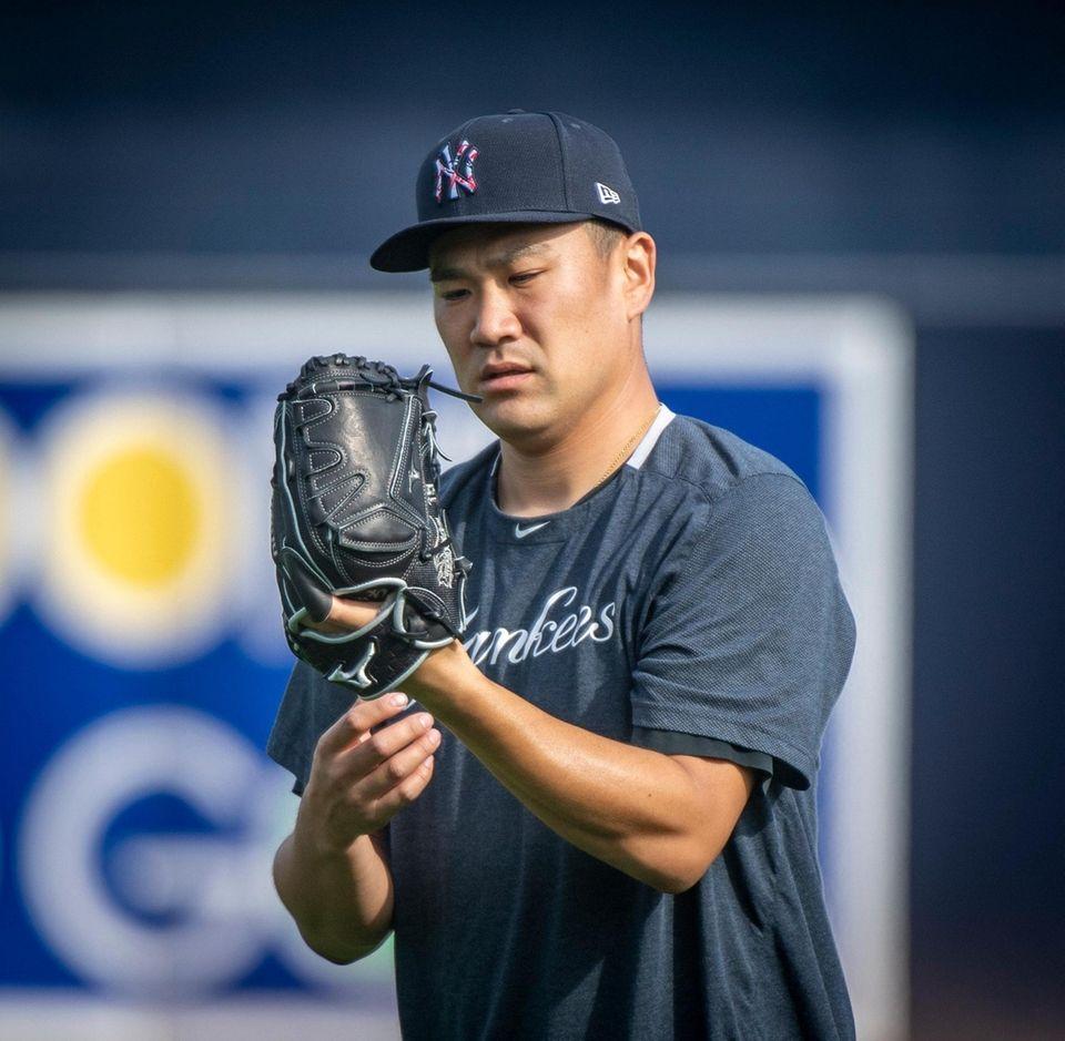 Yankees pitcher Masahiro Tanaka warms up his arm