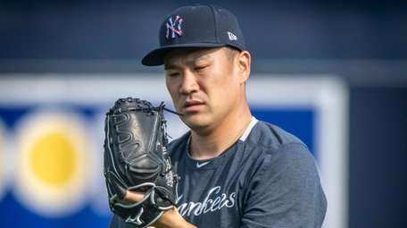 Yankees pitcher Masahiro Tanaka warms up his arm
