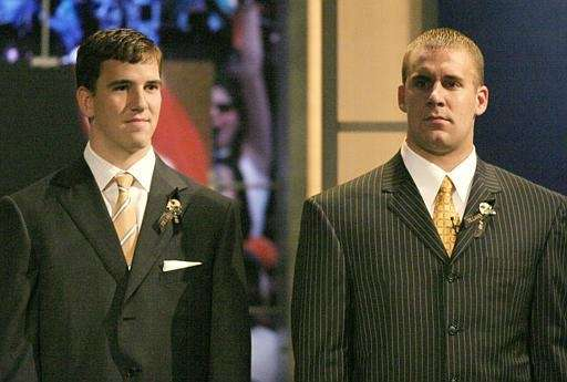 Eli Manning and Ben Roethlisberger are introduced before