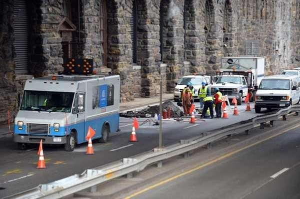 A Con Edison crew work in the southbound