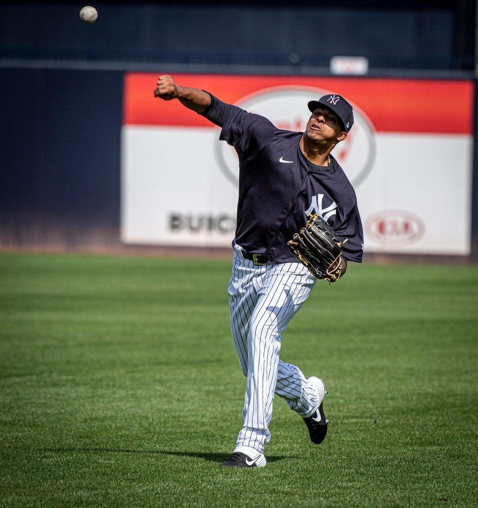 New York Yankees' pitcher Luis Medina warming up