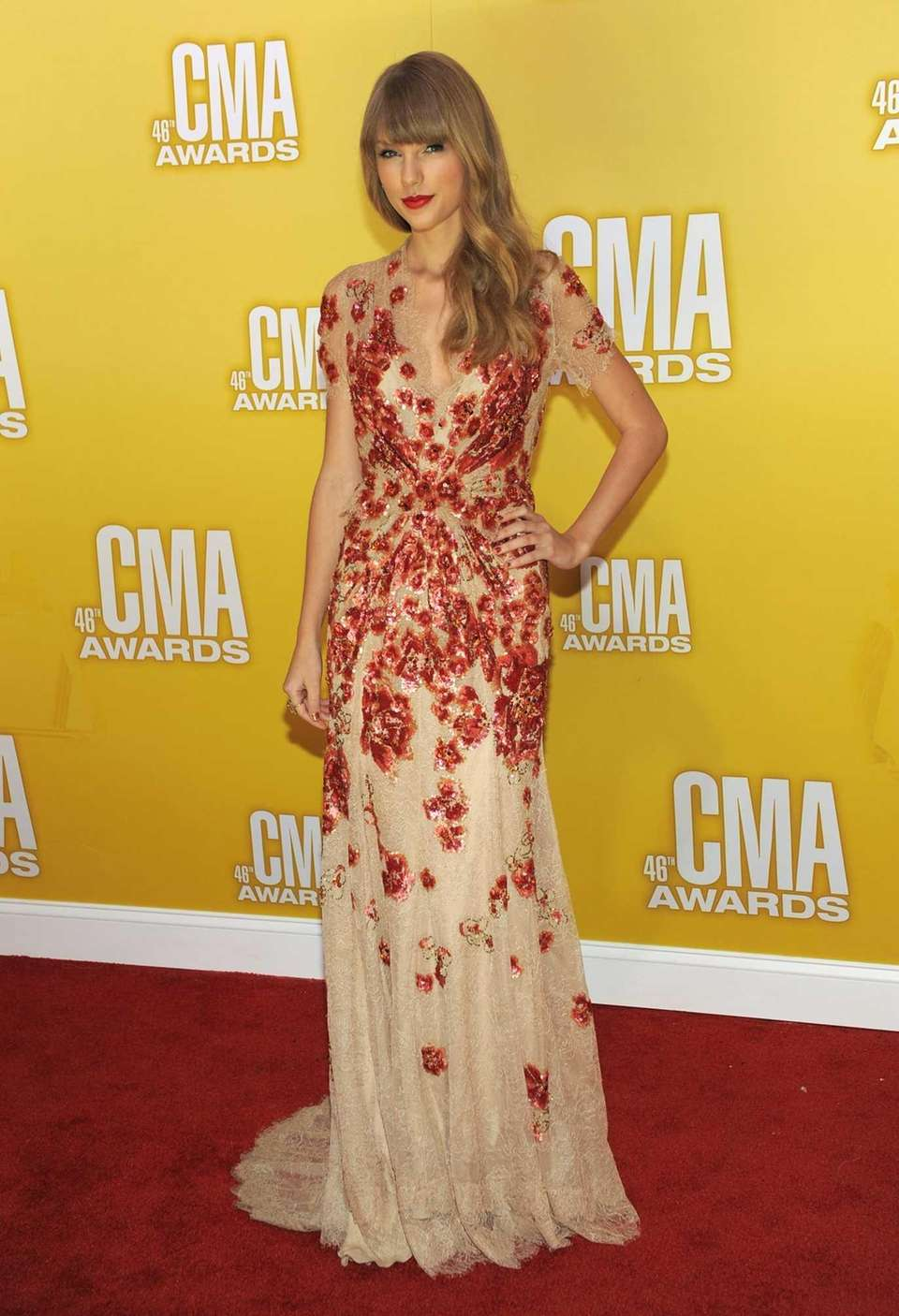 Taylor Swift arrives at the 46th annual Country