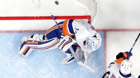 Islanders goaltender Thomas Greiss allows a goal in