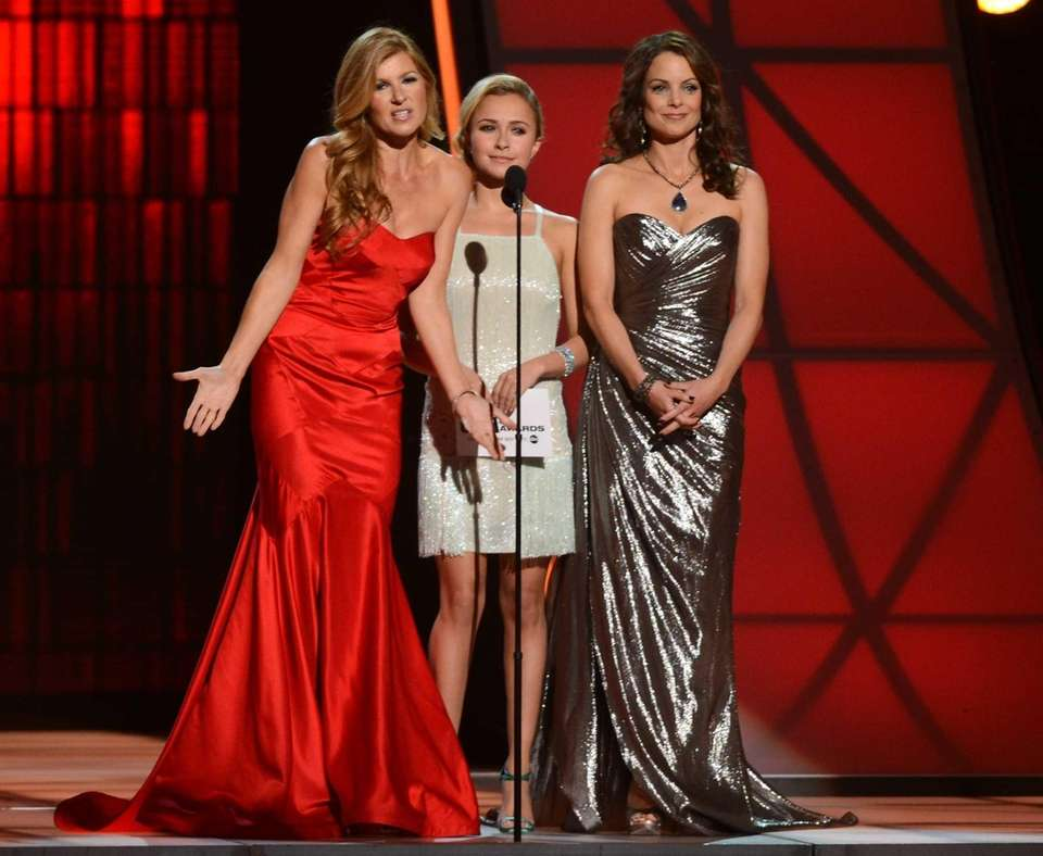 Connie Britton, Hayden Panettiere, center and Kimberly Williams-Paisley