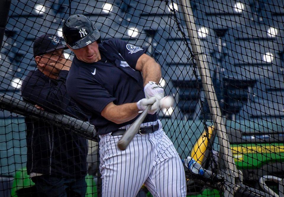 New York Yankees' Erik Kratz taking batting practice