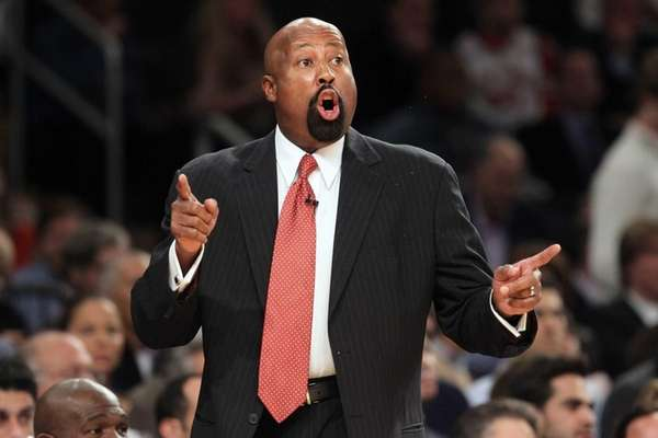 Mike Woodson instructs his team during a game