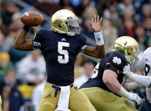 Notre Dame quarterback Everett Golson throws against Pittsburgh