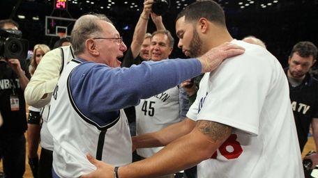 Former Brooklyn Dodger Joe Pignatano exchanges jerseys with