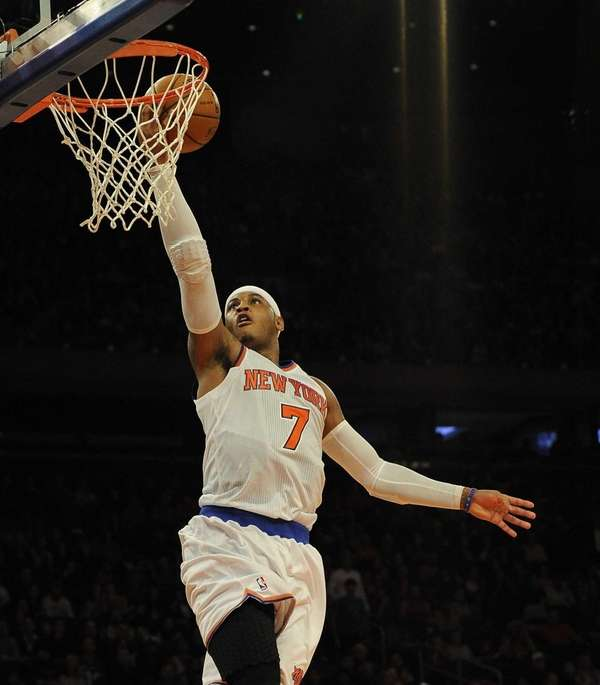 Carmelo Anthony makes a shot during a game