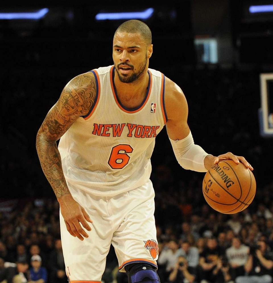Tyson Chandler controls the ball during a game
