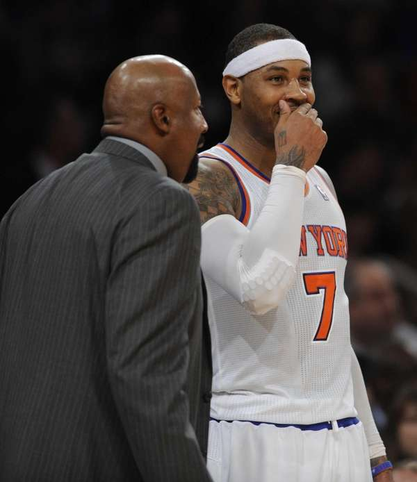Carmelo Anthony, right, talks with Mike Woodson in