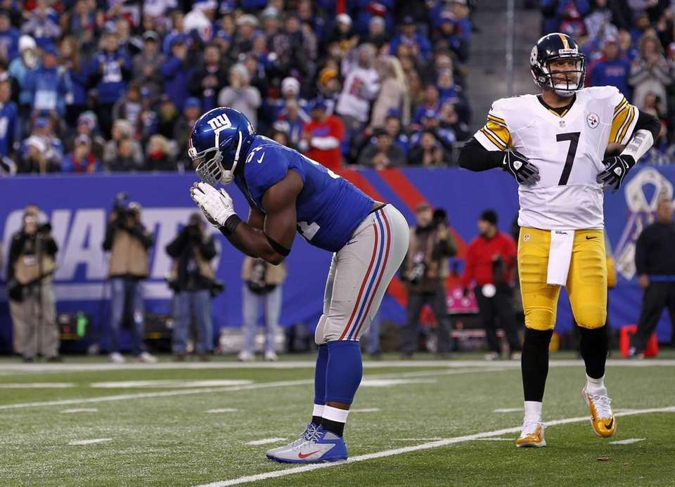 Justin Tuck of the Giants celebrates a sack