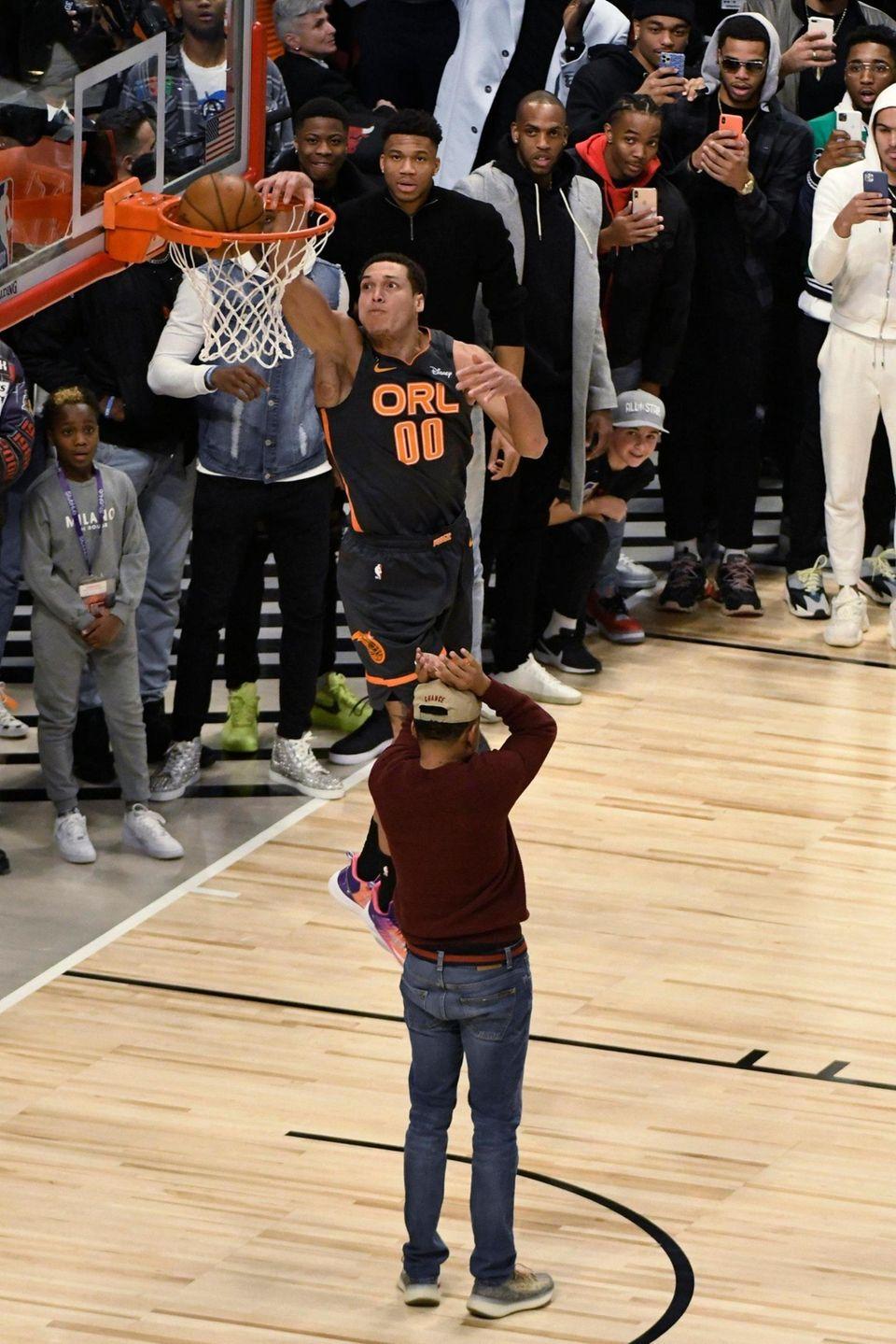 Orlando Magic's Aaron Gordon dunks over Chance the